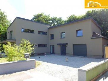 Magnifique villa contemporaine de 2011 en lisière directe de forêt à Bridel.  Ce bien se compose de :  - 1 grand living avec cheminée à bois et salle à manger de +- 60 m2 - 1 grande cuisine entièrement équipée et ouverte avec accès direct au jardin - 4 grandes chambres à coucher (17,24 m2 – 21,48 m2) dont 1 avec dressing de 5 m2 - 1 bureau ou garde manger de 6,54 m2 à coté de la cuisine - 1 terrasse de 14 m2 au rez-de-chaussée et 1 balcon au 1er étage de +- 12 m2 - 1 grande salle de bain de 13,50 m2 et 2 salles de douches au 1er étage - 1 spacieux hall d'entrée avec 1 WC séparé - 95 m2 de sous-sol avec 1 chaufferie, 1 débarras et 4 caves - 1 grand garage de 29 m2 et plusieurs emplacements extérieurs - Plans sur demande - Libre de suite  La villa est située dans une rue calme (voie sans issue).  N'attendez plus, contactez-nous par mail sur info@gng.lu ou au 621 366 377.  Découvrez toutes nos offres sur www.gng.lu