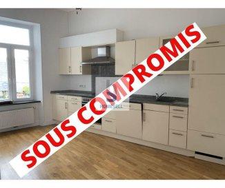 A vendre un appartement-duplex de 115m² situé à la Grand-Rue d'Ettelbruck se composant comme suit:  - 2 chambres - un espace mezzanine pouvant accueillir une 3ème chambre - cuisine équipée et ouverte sur un living très lumineux - une salle de douche - 2 WC séparés    Une cave privative, un espace vélos ainsi qu'une buanderie commune complètent ce bien.  Des photos seront prochainement mises en ligne.  Contactez-nous pour plus de renseignements au: 28 11 22-1 ou sur info@homesell.lu  Les visites seront possibles à partir du 16 novembre.  Visitez notre sur : www.homesell.lu Ref agence :147