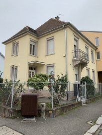 Appartement F2 - 37m2 - Schiltigheim. A louer, au 2ème et dernier étage d\'une maison de ville à Schiltigheim, appartement 2 pièces de 37.51m2 en surface habitable et 62.4 m2 en surface au sol. Il comprend: une entrée, un cellier, un wc séparé, une cuisine nue (meuble évier et réfrigérateur), un séjour, une chambre et une salle de bain. Cet appartement dispose également d\'une cave en sous sol. Eau chaude et chauffage individuel au Gaz. Loyer: 545€ par mois charges comprises dont 35€  (provision sur charge avec régularisation annuelle). Dépot de garantie: 510€. Honoraires à la charge du locataire: 450.12€ TTC état des lieux compris; dont 112.53 € TTC pour l\'état des lieux. HEBDING IMMOBILIER 03.88.23.80.80<br>Loyer 545.00  euros par mois  Charges comprises dont<br>- 35.00  euros de provision sur charges - régularisation annuelle<br> Honoraires charge locataire : 450.12 euros TTC dont 112.53 euros TTC pour état des lieux