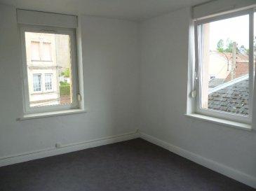 BEL F2 RENOVE ET LUMINEUX. Bel appartement de type F2 au deuxième étage d\'une petite copropriété, appartement entièrement rénové et lumineux, composé d\'une - cuisine équipée  - salon-séjour - une chambre et salle de bain avec douche. Chauffage électrique - dble vitrage PVC<br/>Disponible de suite.