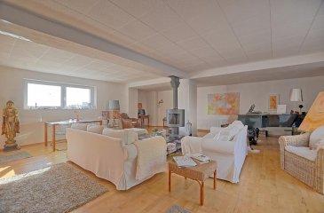 Louis MATHIEU RE/MAX Partners, spécialiste de l\'immobilier à Rameldange vous propose en exclusivité à la vente cette belle maison jumelée datant du début du 20ème siècle, et rénovée en 2009. Elle dispose d\'une superficie habitable d\'environ 210 m² pour 240 m² au total. Cette demeure vous séduira par son cadre reposant, ses beaux volumes, et sa composition atypique pleine de charme.<br><br>La maison se compose au rez-de-chaussée : d\'un hall d\'entrée, d\'une spacieuse et lumineuse pièce de vie séjour/salle à manger de 40 m² avec un poêle au centre de la pièce, d\'une cuisine équipée ouverte sur le séjour. <br>Il y a également un accès au garage double par la cuisine.<br><br>Au premier étage : un hall de nuit, deux chambres de 14 m² dont une avec une terrasse, une chambre de 12 m², une chambre de 11 m²  communicante sur un dressing de 10 m², une salle de bain composée d\'une baignoire et d\'une vasque double, un WC indépendant<br><br>Au deuxième étage : deux pièces mansardées de 40 m². Cette partie a été partiellement rénové et demande des finitions. <br><br>Au sous-sol : une cave voutée comprenant la chaudière et les cuves à mazout.<br><br>Extérieur : une terrasse de 30 m² située devant la maison. Cet espace peut être converti en deux places de stationnement.<br><br>Caractéristiques supplémentaires : double vitrage, chauffage au mazout, chaudière Viessmann, etcà<br><br>Disponibilité à convenir.<br><br>Contact : Louis MATHIEU au +352 671 111 323 ou louis.mathieu@remax.lu<br />Ref agence :5095990