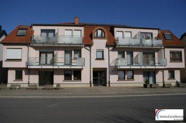IMMO EXCELLENCE vous propose en exclusivité un appartement d'une surface habitable d'environ 93 m2 situé au rez-de-chaussée d'une Résidence à seulement 10 unités. L'appartement se compose comme suit : Un hall d'entrée, une cuisine équipée, un grand double séjour avec accès sur une terrasse, un débarras, deux chambres-à-coucher, une salle-de-bains, un W.C. séparé ainsi qu'un emplacement extérieur.  Steinheim (luxembourgeois : Steenem) est une section de la commune luxembourgeoise de Rosport-Mompach située dans le canton d'Echternach.  Le village est délimité au nord par la Sûre, un affluent de la Moselle, qui forme à cet endroit la frontière allemande.  Ref agence :3426713