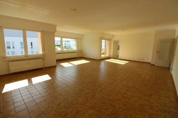 Immomod S.A. vous propose en location un grand appartement à Luxembourg-Limpertsberg.  L'appartement se trouve dans un quartier réputé et très calme, proche de toutes les commodités.  Il se compose de 3 ch. à c., un grand living avec la terrasse, une cuisine séparé complètement neuve, 2 salles de bains avec WC complètement rénové, une cave de 8 m2, un garage et une place de parking extérieur.  Disponible : 1.02.2020  Veuillez envoyer vos dossiers sur : stas.immomod@gmail.com