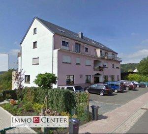 Spacieux appartement à rénover, au 1er étage d'une résidence à Fouhren. L'appartement se compose comme suit: 3 chambres à coucher, une salle de bains, un grand hall d'entrée, un séjour donnant sur une terrasse, une cuisine équipée, une buanderie, une grande cave et un emplacement extérieur ***M. Lopes***  Ref agence :ICL 861410