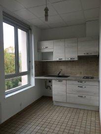 2 pièces - 42.02 m2.  Appartement deux pièces de 42m2 situé au deuxième étage d\'un immeuble rue du Général Fabvier à Nancy. Il comprend une entrée avec placard, une cuisine séparée et équipée, un séjour, une chambre avec placard, une salle d\'eau et WC. Chauffage individuel électrique.<br>