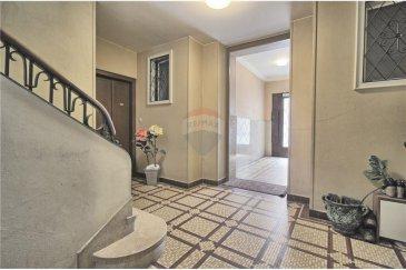 RE/MAX SELECT vous propose un appartement au rez-de-chaussée se situant dans le quartier gare à côté de la place de Paris et qui se compose comme suit :   Hall d'entrée, living, cuisine équipée, salle de bain, 2 chambres, terrasse, cave, grenier.  Idéal pour une profession libérale avec son agencement.