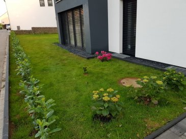 !!!!!!!!!!!!!! Cout de coeur Garantie !!!!!!!!!  ImmoNordstrooss à l'honneur de vous presenter un beau appartement, d'une superficie de  /- 57 m2 avec grand jardin privatif proche de toute commodités .  Cet appartement se compose comme suit:  - Hall d'Entrée  - Cuisine équipée ouverte au salon et salle à manger avec  accès a une terrasse de -17,60m2  - 1 chambres à coucher  - Salle de bain avec douche, vasque et wc   Un emplacement de parking intérieur complete se bien.  Pour plus de renseignements ou une visite (visites également possibles le samedi sur rdv), veuillez contacter le 661 791 504