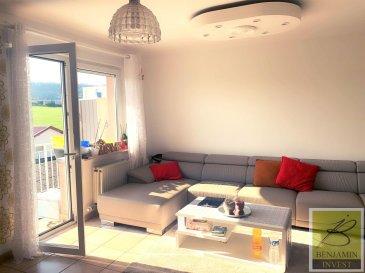 Bel appartement lumineux de 2 chambres avec balcon à vendre, avec une surface habitable de  /- 70m2 et un balcon de  /- 3m2.  Ceci est divisé comme suit; une belle entrée ouverte, une cuisine séparée, un séjour / salle à manger lumineux avec accès sur le balcon, 2 chambres à coucher, et une salle de bain.  Une cave et une garage Box.  Les charges s'élèvent à 170,-€.  Les fenêtres sont équipées de double vitrage et les châssis sont en PVC. La propriété dispose également d'une porte de sécurité et d'un parlophone.  Local vélos commun Buanderie commune  Pour tout complément d'information, n'hésitez pas à nous contactez par téléphone au 28 77 88 22. Nous sommes également disponibles pour organiser les visites le samedi !  Nous sommes, en permanence, à la recherche de nouveaux biens à vendre (des appartements, des maisons et des terrains à bâtir) pour nos clients acquéreurs.  N'hésitez pas à nous contacter si vous souhaitez vendre ou échanger votre bien, nous vous ferons une estimation gratuitement. Ref agence : 195