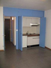 Studio - 22,62 m2.  RESIDENCE ETUDIANTE. Studio situé au premier étage et comprenant une pièce principale avec kitchenette, une salle d\'eau et WC.<br> Chauffage collectif au gaz. Disponible début Août.<br>