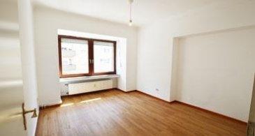 *** SOUS COMPROMIS*** ***  Karine Fischer Tel : +352 661 69 04 09 agent immobilier Re/max Forum spécialiste de l'immobilier à Luxembourg vous propose en exclusivité à la vente : **Investisseurs ** Cet appartement de +- 50 m2 avec deux chambres, dans une petite copropriété avec 2 appartements et un commerce en rez-de-chaussée. Quartier stratégique de Gasperich ( en pleine expension ) à deux minutes à pied de la cloche d'or.  Situé au 1er étage, Il se compose comme suit :   - Un salon séjour et cuisine équipée ouverte de +- 15 m2. - Deux chambres +-11 m2 et +-14 m2 - Salle de douche avec WC et lavabo. - Wc séparé privatif sur le palier  - Débarras - cave - Jardin commun - buanderie commune  Charge +- 200 € Chauffage gaz  Ref agence :Gasperich App 2 ch