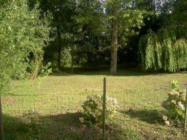 Réf: 5392  Beau terrain de loisir d\'une surface de 6000 m2 dans un endroit calme et reposant comportant un étang, un bois, une caravane. A voir absolument.  Réf: 5392