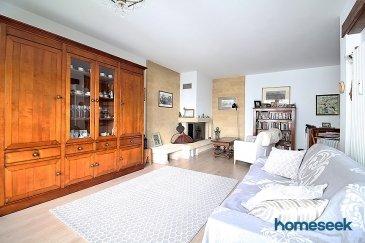 En exclusivité chez Homeseek Limpertsberg,  (contact direct : +352 661 923 580 ou +352 671 03 80 23), vous propose un appartement DUPLEX de +/- 115m² au sol comprenant 3 chambres dans un quartier résidentiel et familial.  Dans une résidence construite en 1994 de 12 logements avec ascenseur, cet appartement comprend un garage double de +/- 35,14m² avec buanderie privée.   Il est constitué comme suit :   A l'entrée :  - 1 wc invité - 1 chambre de +/- 11,70m² avec un accès balcon orienté Sud/Ouest de +/- 4,5m². - Hall d'entrée et accès au living salle à manger de  +/- 36,25m² équipée d'une cheminée en pierres naturelles.   - 1 cuisine équipée semi-ouverte sur le living de +/- 10,20m².   A l'étage : accès via un escalier en chêne massif et une belle hauteur sous plafond desservant 2 belles grandes chambres et une salle d'eau avec un revêtement en parquet massif  - 1 deuxième chambre de +/- 23m² au sol partiellement mansardé avec rangement encastré et un accès à un grenier de +/- 8,50m² - 1 salle d'eau avec de belles grandes fenêtres comprenant, une baignoire, une douche, un wc, double vasque et sèche serviette.  - 1 troisième chambre de +/- 24,5m² au sol avec une hauteur sous plafond jusqu'à 4 mètres.   Complète ce bien : Un cagibi et un GRAND GARAGE DOUBLE de +/-35m² avec buanderie privée.   Pour plus d'information et organiser une visite, veuillez nous contacter au : +352 661 923 580 ou +352 671 03 80 23  AU CENTRE DE MAMER :   Près du centre historique de Mamer, à proximité : crèches, écoles, pharmacie, centre d'activité pour adolescents, gare de Mamer, arrêt de bus à coté. Proche du Parc de Mamer et de la nature (champs et forêt).  Ecole Européenne à seulement quelques arrêt de bus, Café Paul, restaurent Italiens, Chinois, Indiens, boucherie accessible à pied.   Vous souhaitez acheter, vendre, louer contactez nous directement par téléphone au +352 671 03 80 23 ou par mail Limpertsberg@homeseek.lu