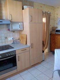 Bel appartement aux Pierres Hautes de Bouzonville, F2Bis Il est composé d'une cuisine, salon/séjour, 1 chambre, 1 salle de bain avec wc, 1 cave 1 garage  Bien faisant partie de l'ASL Les Pierres Hautes (charges à part raisonnables)