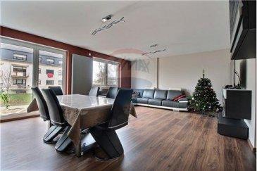 RE/MAX, spécialiste de l'immobilier au Grand-Duché, vous présente en exclusivité une belle demeure de caractère d'une surface habitable de plus ou moins 193m2, pour une superficie totale de 260m2, sise sur une parcelle de 3,94 ares.  Cette maison du XXIème siècle, contemporaine et pratique, s'articule de la manière suivante:    Une pièce à vivre lumineuse, de 32m2, avec sa sortie balcon par baie vitrée, précède une cuisine fermée, moderne, de 21 m2  , entièrement équipée Siemens et disposant de nombreux rangements.    Un espace isolé est idéal pour le coin repas, et donne accès également à un balcon de 14m2 avec vue sur le jardin.     Au première étage, 2 chambres de 16m2 environ, ainsi qu'une suite parentale avec salle d'eau privative et toilette, pour  25m2 environ.    Au dernier niveau, même configuration avec ce plateau de 3 chambres spacieuses et une salle de bain contemporaine avec toilette.    Le sous sol de 65 m2 vous offre un garage avec porte motorisée pour 2 véhicules, une buanderie, l'espace chaufferie et un accès vers le jardin     Dudelange est une ville typique du Luxembourg, très bien desservie par les transports, à proximité des autoroute et, récemment embellie de sa zone centrale accueillant de nombreux commerces. Écoles, crèches, piscine, etc…    Située dans un quartier calme, à quelques minutes du Parc Le'h et des activités alentours, vous apprécierez sa réputation de village au beau milieu de la ville.   Cette maison conviendrait parfaitement à un couple avec enfants, toute aussi bien qu'aux amoureux d'espace…     Propriété rare sur Dudelange, et disponible rapidement.     À visiter sans attendre !   Contacter Mr MARCHETTO William au 621 815 768 / william.marchetto@remax.lu