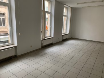 IDEAL POUR PROFESSION LIBERALE OU BUREAUX en plein rue de  l' Alzette  Local commercial de 58 m2 avec cuisine équipée et cabinet de toilette