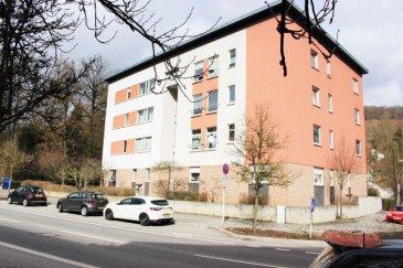 Luxembourg-Muhlenbach, Appartement lumineux et spacieux, situé au 2iéme étage d'une résidence de 2002, très bien entretenue.  Ce bien vous offre: un hall d'entrée, grand séjour et salle a manger orientation sud/est, cuisine équipée individuelle, une salle de bains, WC séparé, deux belles chambres à coucher.  Deux caves privative au sous-sol, buanderie commune et un emplacement parking intérieur compléte le bien.  Tout au proche du centre-ville de Luxembourg, à proximité des écoles, des transports publics, des supermarchés.   Disponibilité à convenir. Pour plus des renseignements ou one visite veuillez nous contacter au: 352 691 850 805. Disponibilité: à convenir