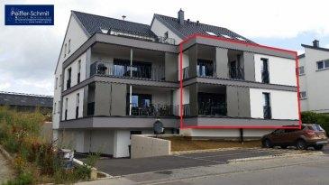 Très beau duplex dans une petite résidence au bord du Village, comprenant hall avec WC séparé, cuisine équipée, salon-salle à manger, balcon de 10.8 m2 équipé de protections solaires, 2 chambres spacieuses acec accès sur le 2ième balcon, débarras, salle de douche avec douche italienne et WC, parking interieur et exterieur, cave, buanderie. A voir! Mersch à 9 km, Luxembourg-ville à 18 km Ref agence :725876