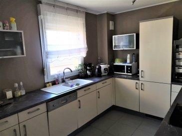 FLORANGE. Appartement  de type F4 dans Résidence récente au deuxième étage avec ascenseur comprenant cuisine intégrée séjour ouvrant sur une véranda  2 chambres salle de bain wc et place de parking privée. Ce lot est soumis au régime de la copropriété et les charges annuelles se montent à  960 €.<br/>Copropriété de 45 lots (Pas de procédure en cours).<br/>Charges annuelles : 960.00 euros.