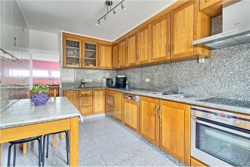 Veuillez contacter notre agent Joao Ferreira pour de plus amples informations au 691 29 81 36 ou par courriel : joao.ferreira@remax.lu.  RE/MAX Select, Spécialiste de l'immobilier à Gilsdorf, vous propose, en exclusivité, cette belle maison à vendre.  D'une superficie totale de 165 M2, se situant dans un rue très calme, cette maison à été totalement rénovée en 2004 et se compose comme suit :  - Au rez-de-chaussée : une chambre, une salle de bain, une cuisine totalement équipée ainsi qu'un salon / salle à manger.  - A l'étage : vous trouverez trois chambres, une très grande salle de bain et une deuxième cuisine. Vous avez également la possibilité d'aménager le grenier.  Cette maison vous donnera la possibilité de créer un studio, vu que toutes les conditions sont réunies pour.  La maison dispose également d'une belle terrasse et d'un grand jardin.  Un garage et deux emplacements complètent ce bien.  Proche de toutes commodités.  Frais d'agence RE/MAX : 3 % du prix de vente à la charge de la partie venderesse + TVA