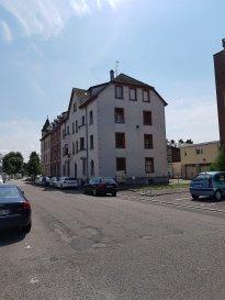 Immeuble à vendre sur Huningue .  Immeuble à vendre sur Huningue, proche du Rhin, il comprend 4 appartements loués de type F3 et un studio. Travaux à prévoir. Idéal investisseurs ! Affaire à saisir !