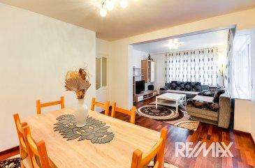 RE/MAX Select spécialiste de l'immobilier à Belvaux vous propose cet appartement fonctionnel de 2 chambres situé dans une calme. Il est à noter que l'immeuble vient d'être rénové et isolé.  L'appartement de 77.42 m² de surface utile est composé de 2 chambres, une salle de bain avec douche accueillant également sèche-linge et machine à laver. Une cuisine séparée équipée et d'un grand salon salle à manger.  A votre disposition également un grand garage individuel de 15 m² et une cave.