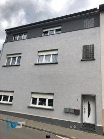 SOUS COMPROMIS ! Homesell vous propose un bel Appartement meublé en plein centre de Bettembourg d'une surface utile de +-96 m² avec jardin privatif.  Ce bien qui se trouve au première étage (sans ascenseur) se compose comme suit :   - Hall / couloir - Cuisine équipée + salle à manger - Living - 3 Cambres à coucher - Salle de Douche  Contactez-nous pour une visite! Tél.: 281122-1 ou info@homesell.lu Ref agence :29