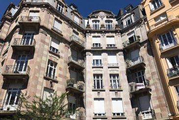 EXCLUSIVITE SOMEGIM !  Situation exceptionnelle, Rue Henri Maret dans une petite  copropriété sans travaux.   Découvrez au deuxième étage avec ascenseur ce magnifique appartement  F5 de 148m²  à rénover.   Comprenant : belle entrée avec rangements, cuisine, séjour, salle à manger attenante,  3 chambres, 1 balcon. Salle de bains et WC  En sous-sol une cave.  Très rare sur le secteur.