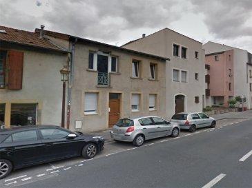 A louer appartement de type F3 situé au rez de chaussée sis 47 rue des Tanneurs à METZ. Séjour cuisine de 23,90 m2, deux chambres, chauffage collectif, eau chaude par cumulus. Nombreux commerces de proximité, écoles, conservatoire.