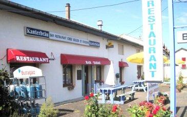 MAISON  HABITATION , et MURS et FDC Café-Bar-Restaurant.  Axe Commercy-Pont à Mousson trés passant, ENSEMBLE IMMOBILIER comprenant un café- bar-restauration et une maison d'habitation.  Vous avez envie de reprendre une activité de café- bar-restauration, ou et/ d'avoir une possiblité d'investir pour votre habitation , ce bien est fait pour vous.  Bien composé d'une maison d' habitation comprenant 4 grandes pièces, et d'une partie 'café- bar-restauration'  comprenant 4 pièces, cuisine de 25m2. Grand potentiel . Prés de 400m2 habitables sur 22 ares de terrain. Nombreuses possibilités. Contactez nous pour plus amples renseignements.