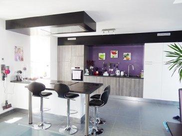 HAUTE-KONTZ  Proximité Luxembourg et axe autoroutier  Rare Duplex F5 de 108 m2 hab avec terrasse, situé au 1er étage sans travaux,dans une  copropriété de 4 lots, comprenant: une entrée avec rangement, un grand espace cuisine équipée ouverte sur le séjour DE 55 M2 et accès à la terrasse, une sdb (baignoire et douche), 2 wc, 3 chambres dont une avec dressing (mage). Dv pvc chauffage électrique au sol sauf dans les chambres + poêle a pellets. Environnement calme. charge de copropriété 200€ par an  A SAISIR