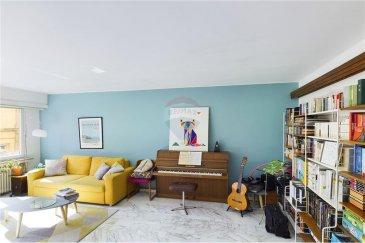 Veuillez contacter Cristina Ferreira pour de plus amples informations : - T : +352 621 504 529 - E : cristina.ferreira@remax.lu  RE/MAX Luxembourg vous propose ce grand appartement de deux chambres, à 2 minutes à pied de la Gare.  Affaire à saisir, idéal pour investisseurs ! L'appartement de 90 m² situé au 1er étage d'une petite résidence de 1960, 6 unités, avec ascenseur, se compose comme suit : - Un grand salon lumineux orienté sud avec marbre au sol,  - grande cuisine séparée et équipée,  - entrée avec 2 placards et rangements,  - 2 chambres côté cour avec parquet au sol,  - salle de bain rénovée,  - WC séparé.   Fenêtres remplacées en 2018, double vitrage avec volets électriques (panneaux solaires). Installation fibre optique en septembre 2021.  Convient également comme bureau ou professions libérales, ou pour colocation. Proche de la gare, arrêt de tram et bus, école fondamentale, commerces.  Chauffage au gaz Charges : 200?€ par mois  Visite virtuelle : https://premium.giraffe360.com/remax-select/cristina-ferreira-appartement-luxembourg-gare/  Frais d'agence RE/MAX : 2 % du prix de vente + TVA à charge de la partie venderesse Toute offre sera soumise à l'acceptation expresse des vendeurs.