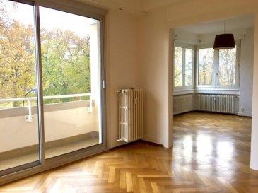Rue Turenne - Face au parc des Contades Au 2e étage d\'un bel immeuble années 30, un appartement formant 4 pièces comprenant : Un hall d\'entrée, salon avec balcon sur le parc, salle à manger, deux chambres à coucher, cuisine équipée, salle de bains, wc séparé. En annexe : une cave.