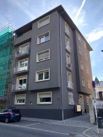 A LOUER APPARTEMENT MEUBLE  DE 1 CHAMBRE A LUXEMBOURG-LIMPERTSBERG  LIBRE AU 1er  SEPTEMBRE - POSSIBILITE DE LOUER A COURS TERME MINIMUM SIX MOIS  CHEZ TOIT IMMOBILIERE, vous propose en location un appartement meublé de 1 chambre à Luxembourg-Limpertberg  Lumineux et bien agencé il offre:  Hall avec porte blindée, armoire encastrée, espace séjour, cuisine équipée individuelle, 1 chambre à coucher, salle de douche.  Cave, buanderie et garage box viennent compléter le bien  A proximité du tramway , commerces, centre ville.