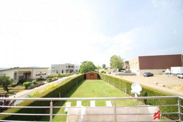 C'est dans un décor champêtre que l'Agence Afil est heureuse de vous ouvrir les portes de cette magnifique maison unifamiliale de 2006, libre des 4 côtés, érigée sur un terrain d'une contenance totale de 7 ares, avec jardin aménagé.  Contemporaine, et d'une superficie de 265 m² habitables, elle vous invite à la découvrir sous tous ses angles à commencer par le :  Rez-de-chaussée : où le charme opère immédiatement grâce à la spacieuse entrée qui distribue respectivement un harmonieux salon séjour avec feu ouvert design, une superbe cuisine équipée haut standing avec îlot central avec sortie de plain-pied sur une jolie terrasse et jardin clôturé orienté Sud Ouest et doté d'un système d'arrosage automatique, d'un petit chalet en bois.   Au 1er étage :  Un petit hall va desservir trois belles chambres, une salle de douche séparée, une suite parentale en duplex qui se compose au 1er niveau d'une vaste salle de bains avec baignoire circulaire à différents jets d'eau, double vasque meuble design, douche, wc , dressing et balcon à la vue dégagée, suivie au 2ème niveau de la chambre parentale.  Au 2ème étage : Une sympathique salle de jeux est à votre disposition mais qui peut faire également office de 5ème chambre si nécessaire.  Le sous-sol : permettra aux futurs propriétaires ayant une activité indépendante de profiter d'un bureau avec entrée séparée. Il met également en avant un garage entièrement carrelé pour 3 voitures ainsi que 6 emplacements extérieurs, cave à vins, chaufferie, chaufferie, buanderie et wc   Prestations : chauffage au sol, volets roulants électriques en PVC, alarme.  AFIL IMMO s'engage dans toutes vos démarches immobilières (estimation, vente, location de biens, recherche de financements). Vous satisfaire est notre priorité !  Ref agence :2248035
