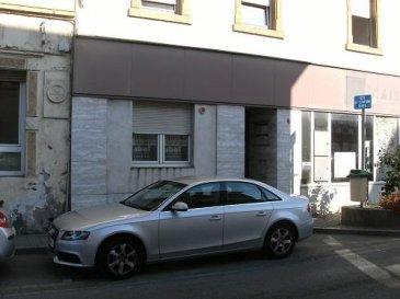Nous vendons ,4 , rue du Maréchal Foch à ALGRANGE , au rez-de-chaussée  d\'une petite copropriété 1 lot composé :- d\'un plateau  anciennement agence bancaire de 100 m².   *** Chauffage individuel électriqueDiagnostic de performance énergétique, consommation énergétique = D  , gaz à effet de serre = E  LIBRE DE SUITE  CONTACT :ABEL IMMOBILIER03.87.36.12.24ou directement le commercial au :06.98.51.94.33 (M. SCHERRER)  NB : Les frais d\'agence de 7.14 % sont inclus dans le prix annoncé