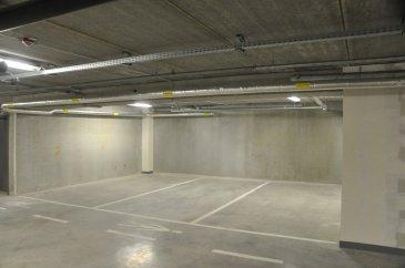 B&C Immobilière vous propose à la location trois parkings situés au 153-155 rue du Kiem à l'intérieur du complexe PAGOSA.  Les parkings sont à louer au tarif de 128,20€ HT soit 150€ TTC.  Contact : 00 352 671 050 392