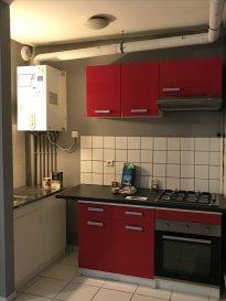 ALT\'IMMOGEST.COM votre agence immobillière vous propose :  Un appartement situé à hayange rue du général leclerc. RDC type F2 50 M2  Il se compose d\'une cuisine meublée équipée.  Une chambre , une salle de bain avec douche et WC.   Chauffage individuel au gaz  L\'appartement est disponible rapidement   Nous vous proposons cet appartement pour un loyer de 370€ et 30€ de charges (T.O.M., entretien chaudière) Loyer charges comprises : 400 €  Dépôt de garantie : 370 €  Honoraires de mise en location : 310 € ( A la charge du locataire )  Agence ALT\'IMMOGEST.COM 28 Rue Emile Zola 57300 HAGONDANGE Mme SZYNAL Estelle 0387673413