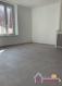 Charmant appartement de type F1 rénové au premier étage comprenant une cuisine équipée ouverte sur salon/séjour, une chambre et une salle d'eau avec douche et toilette.